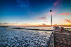 和平的海滩码头在日落的圣地亚哥 库存照片