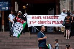和平的示范在以色列和巴勒斯坦之间,反对以色列轰炸在加沙 免版税图库摄影
