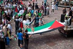 和平的示范在以色列和巴勒斯坦之间,反对以色列轰炸在加沙 免版税库存照片
