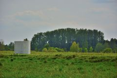 和平纪念碑在绿色水池跟特Bru的南部 免版税库存图片
