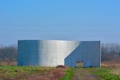 和平纪念碑的木建筑的细节在绿色水池跟特Bru的南部 免版税图库摄影