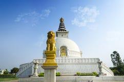 和平雕象shanti stupa新德里印度 免版税图库摄影