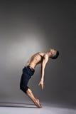 年轻和时髦的现代跳芭蕾舞者 库存照片