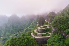 绕和曲线路在天门山国家公园,湖南 免版税库存照片