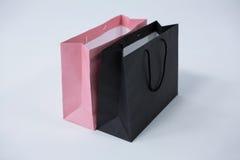 黑和桃红色购物袋 免版税库存照片
