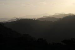 黑和灰色山剪影,圣拉蒙,尼加拉瓜 图库摄影