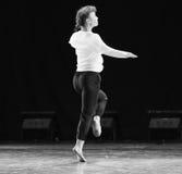 黑和白现代舞蹈 免版税库存照片