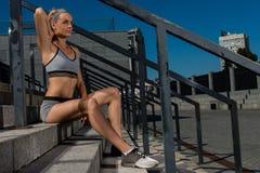 年轻和美好的女性健身训练画象  体育刺激 库存图片