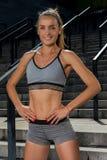年轻和美好的女性健身训练画象  体育刺激 免版税库存照片