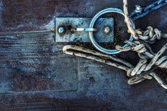 绳索和链子在船坞 库存照片