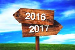 2016年和2017个交叉路方向标 库存图片