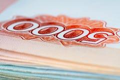 5000和1000俄罗斯卢布特写镜头 免版税库存照片