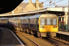 类142和144在Carnforth驻地的dmu火车 库存图片