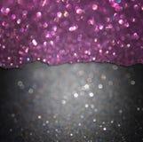 黑和紫色闪烁光。抽象bokeh光 免版税图库摄影