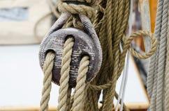 绳索和滑车 免版税库存照片