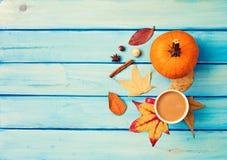 咖啡、南瓜和香料 免版税图库摄影