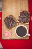 咖啡、多士和巧克力酱,浪漫 免版税库存图片