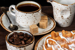 咖啡、奶蛋烘饼和冰淇凌 免版税库存图片
