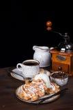 咖啡、奶蛋烘饼和冰淇凌 免版税库存照片