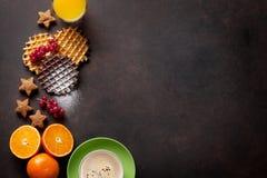 咖啡、汁液和奶蛋烘饼 免版税库存图片