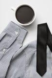 咖啡、领带和衬衣 免版税图库摄影