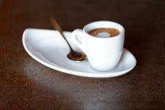 咖啡。热奶咖啡。杯热奶咖啡 免版税库存图片