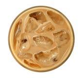 咖啡与冰的拿铁热奶咖啡顶视图在白色背景隔绝的玻璃,道路 库存图片