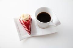 咖啡与可口红色天鹅绒蛋糕的 库存照片