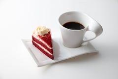 咖啡与可口红色天鹅绒蛋糕的 图库摄影