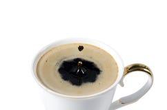 咖啡与咖啡下落的喜欢心脏 库存照片