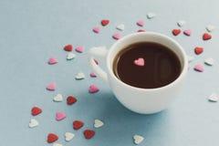 咖啡与很多糖心脏的 免版税库存图片
