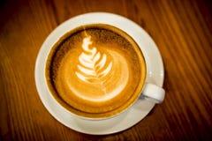 咖啡与拿铁艺术的 免版税库存照片