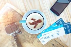 咖啡与桂香飞机的在泡沫的 库存图片