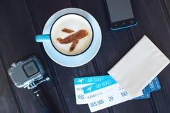 咖啡与桂香飞机的在泡沫的 库存照片