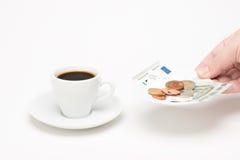 咖啡与票据的 免版税图库摄影