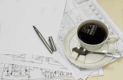 咖啡与纸和鸟嘴的 免版税库存图片