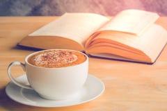 咖啡书 免版税库存图片