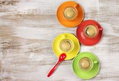 咖啡五颜六色的杯子 库存图片