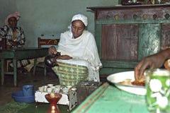 咖啡仪式在埃赛俄比亚的餐馆 免版税库存照片