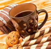 咖啡休息饼干表明脱咖啡因咖啡曲奇饼和饮料 免版税库存图片