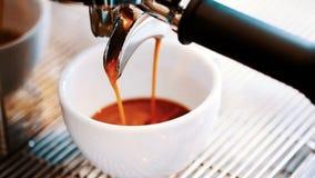 咖啡倾吐 咖啡浓咖啡风险长的设备照片准备进程 影视素材
