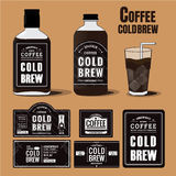 咖啡冷的酿造标签的汇集在瓶的 库存照片