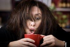咖啡发狂的妇女 免版税库存照片