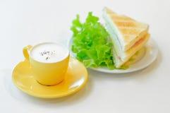 咖啡和三明治 免版税库存照片