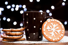 咖啡和姜饼曲奇饼 库存照片