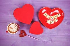 咖啡和巧克力甜点我爱你 库存照片