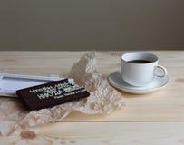 咖啡和手工制造巧克力 图库摄影