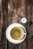 咖啡和手表 免版税图库摄影