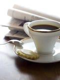 咖啡和报纸 库存图片