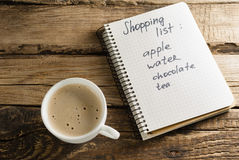 咖啡和日志 记事本 笔记 购物单 图库摄影
